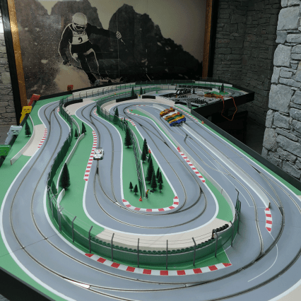 Marco Polo, Val d'Isère: Racing Car Game, Scalextrics