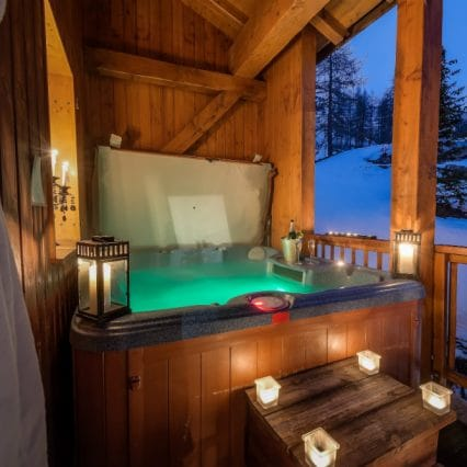 Chalet Elephant Blanc hot tub