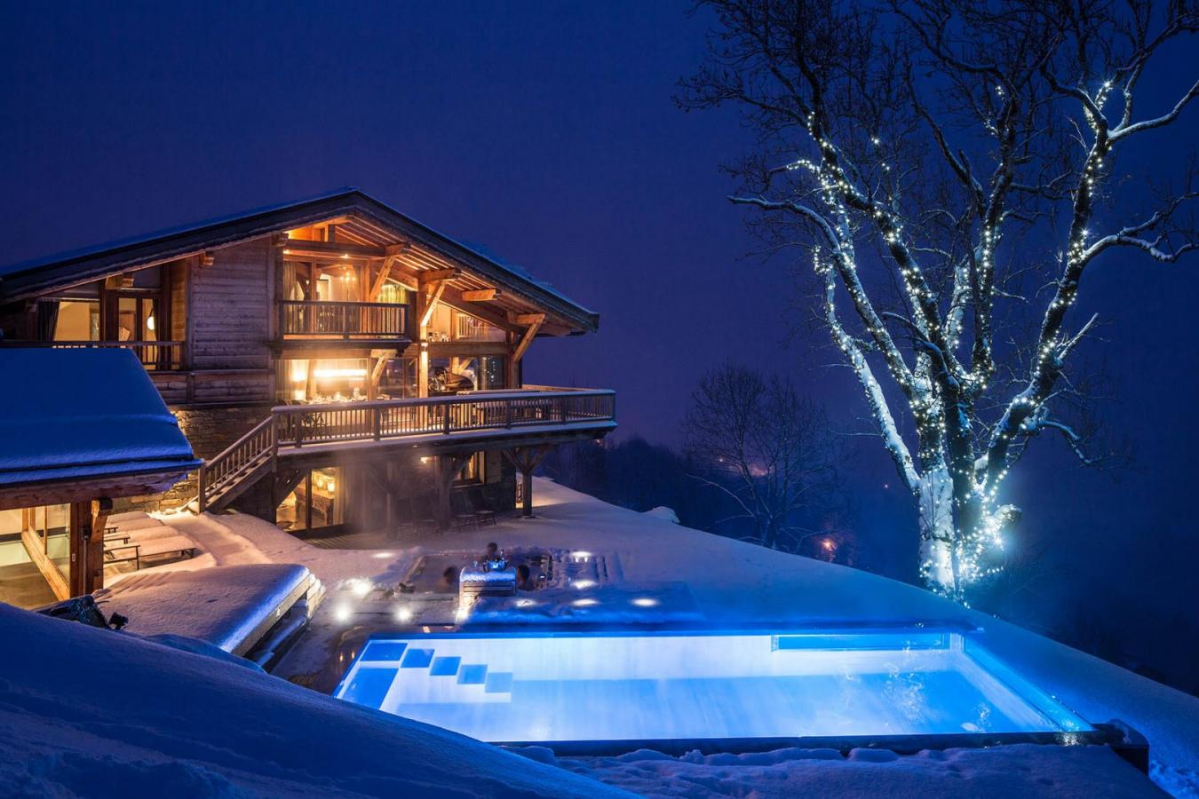 Luxury Chalet Grande Corniche in Les Gets, with outdoor infinity pool and Jacuzzi