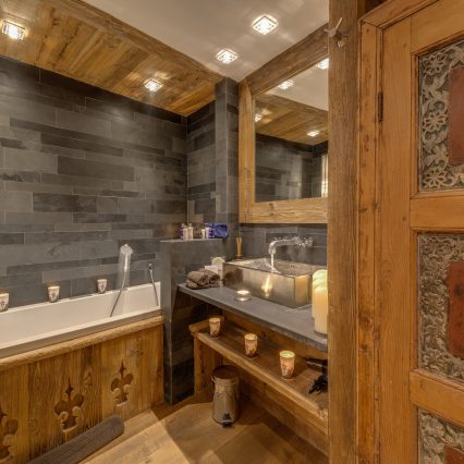 Chalet Lhotse Bathroom 4