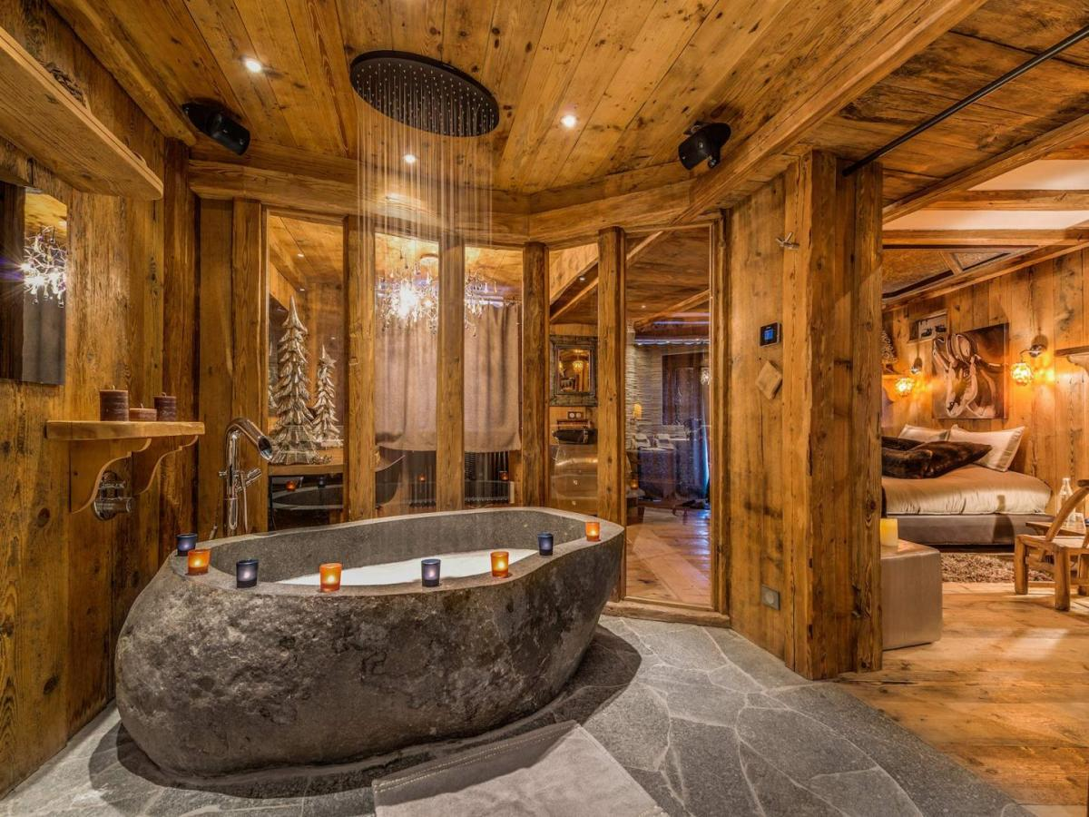 Lhotse master bathrooom, stone features, interior design, rainfall shower, special chalet