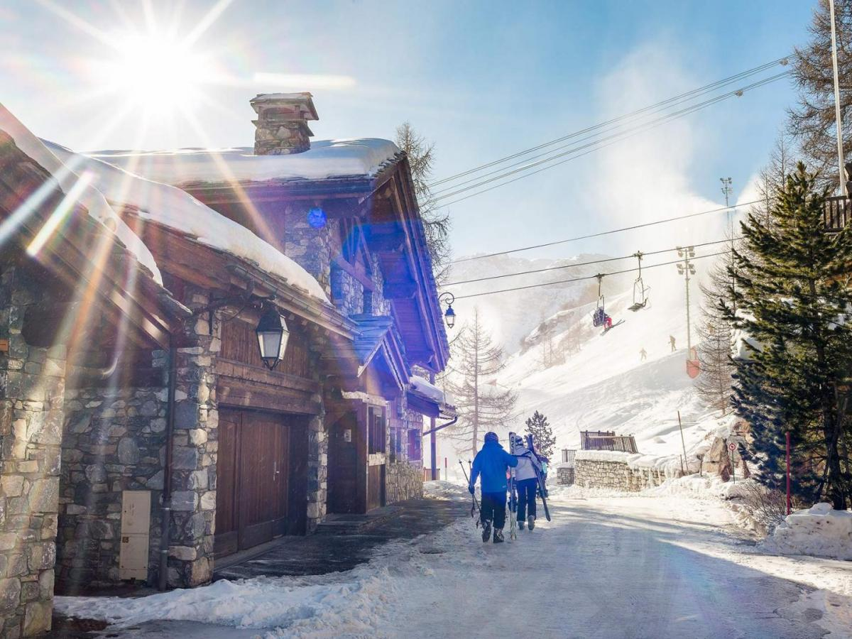Chalet Montana, ski in ski out, bluebird ski day, chalet on the piste