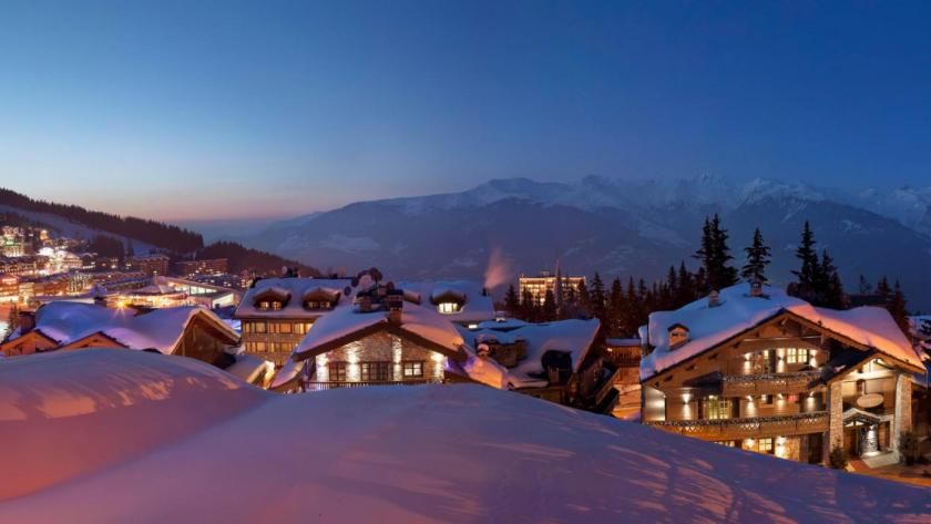 Choosing the right accommodation on your next ski holiday: Luxury chalet or 5* hotel?