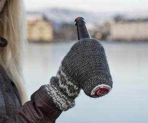 hanskie-beer-koozie-glove-20440