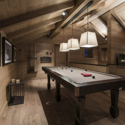 chalet le grenier pool table