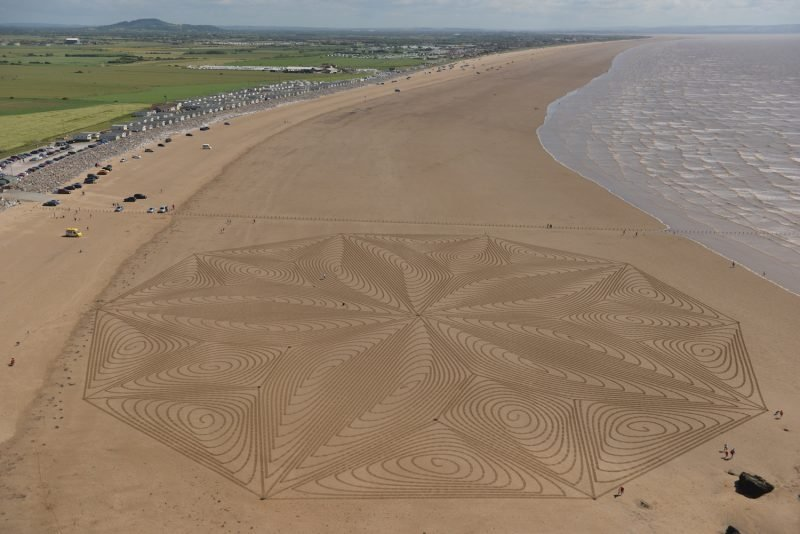 Sand Art at Brean Cove in Somerset, created in 2019 ©Simon Beck